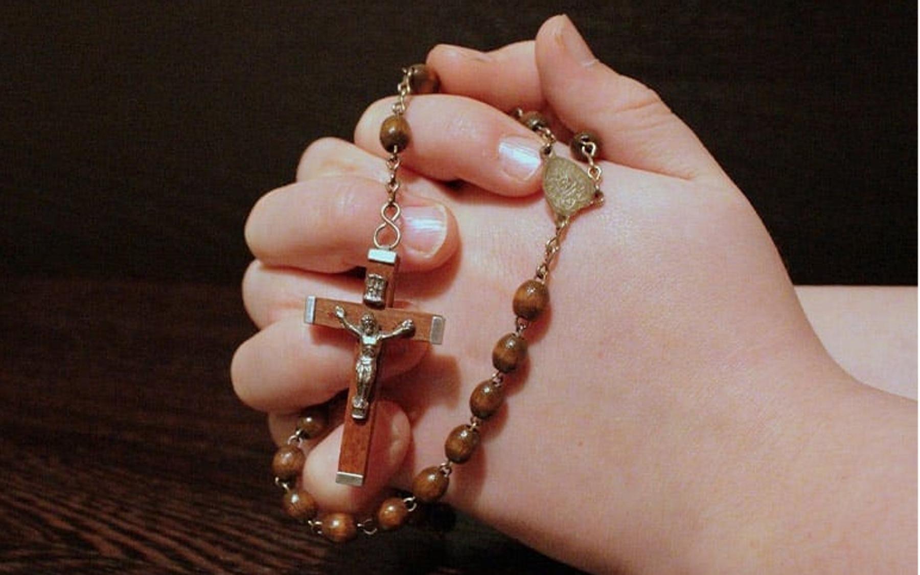 St. Louis - Filler Praying Hands